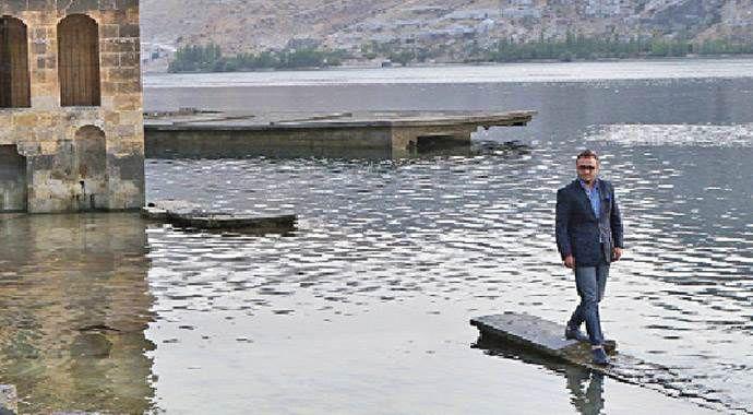 Nihat Özdal, o bir nehir şairi