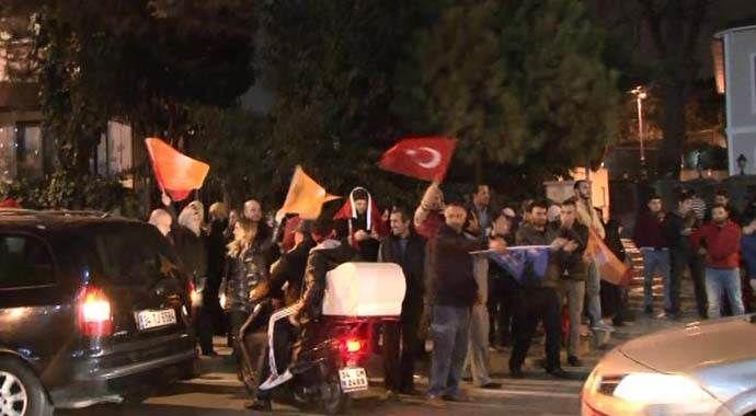 Erdoğan'ın evinin önüne akın ediyorlar