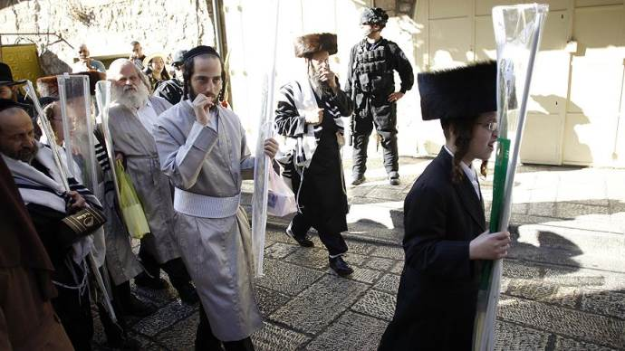 Yahudi yerleşimciler polis koruması altında Mescid-i Aksa'nın avlusuna girdi