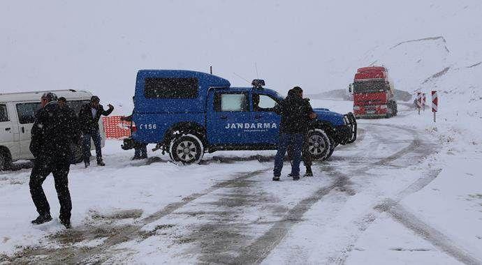 Kar yağışı zincirleme trafik kazasına sebep oldu