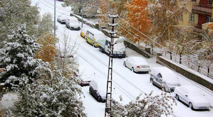 Ardahan'da kar yolları kapattı, hayat felç