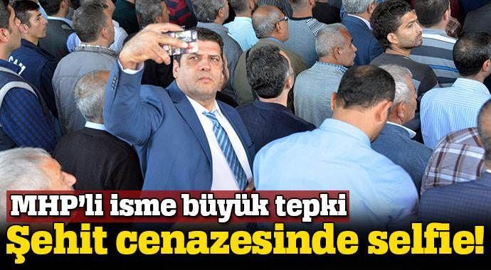 Şehit cenazesinde selfie çeken MHP'liye büyük tepki
