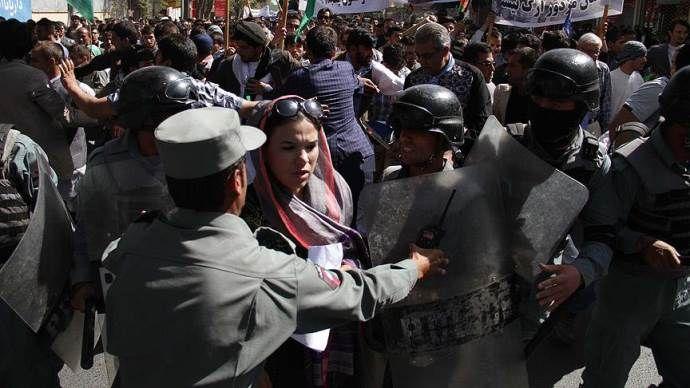 Afganistan'da tehlikeli yürüyüş