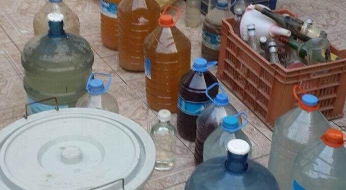İzmir'de 240 litre kaçak içki yakalandı