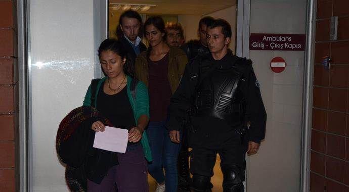 Üniversitede karşıt görüşlü öğrenciler birbirine girdi, 8 yaralı