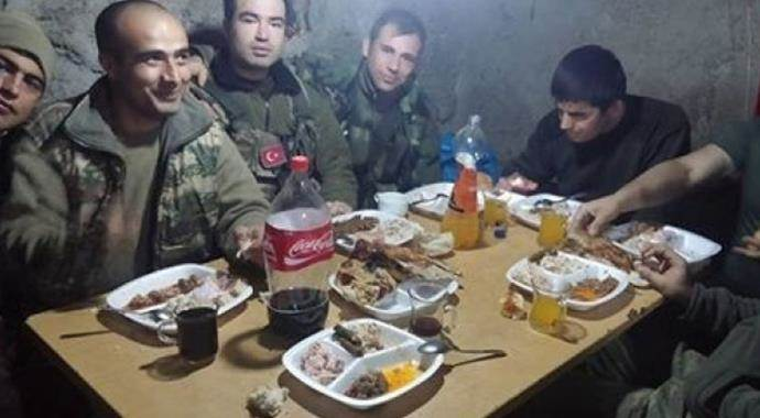 Annelerden Dağlıca'daki mehmetçiklere yöresel yemek
