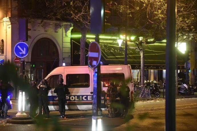 'Paris'te rehin alınan 100 kişi öldürüldü'