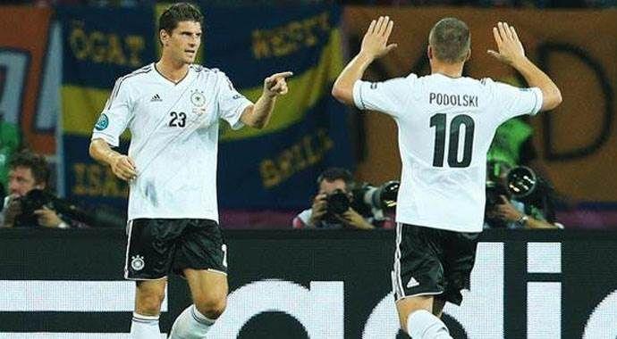 Podolski ve Gomez şokta!