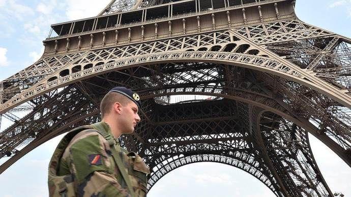 Eyfel Kulesi turistlerin ziyaretine kapatıldı