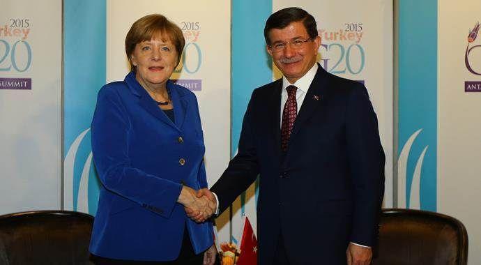 Davutoğlu Almanya Başbakanı Merkel ile görüştü