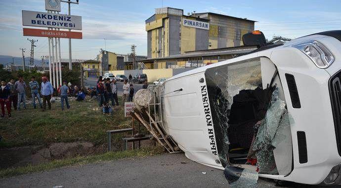 Mersin'de işçileri taşıyan minibüs devrildi: 23 yaralı