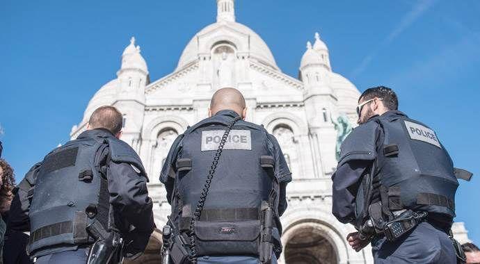 Fransa, 51 bombacı teröristin peşinde