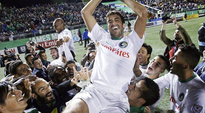 İspanyol yıldız Raul, futbolu bıraktı