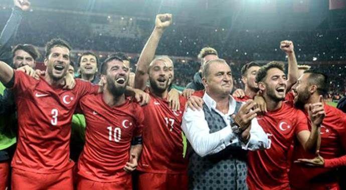 Milli takım Yunanistan'ı yenerek 2015 yılını yenilgisiz kapamak istiyor