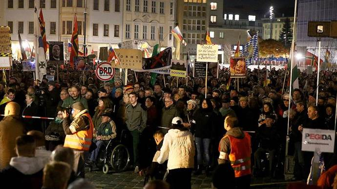 Irkçı PEGIDA Almanya'da gösteri düzenledi