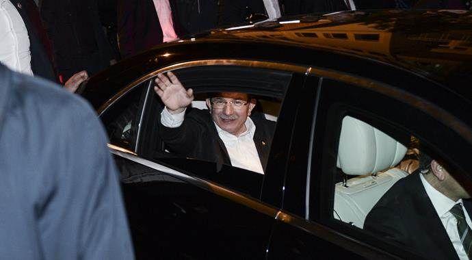 Başbakan Davutoğlu akşam namazını Eyüp'te kıldı