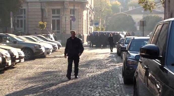 Bulgaristan'da yüzlerce polis Maliye Bakanlığını kuşattı
