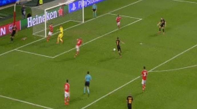 Bu gol kaçtı!