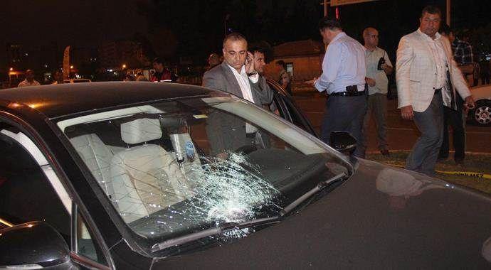 Belediye başkanının makam aracını taşlayanlar gözaltına alındı