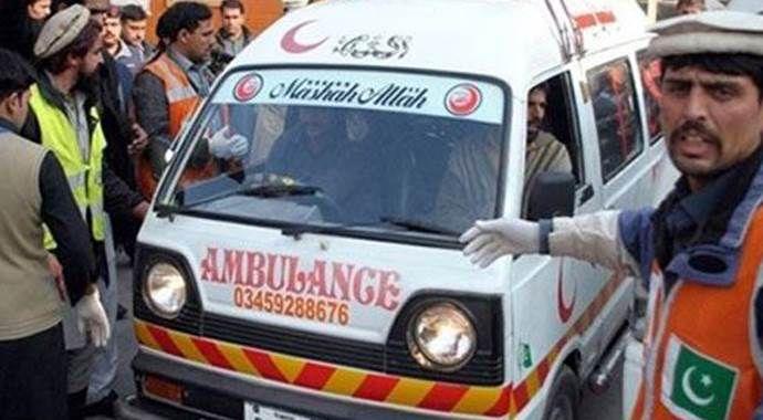 Pakistan'da fabrika binası çöktü: 10 ölü