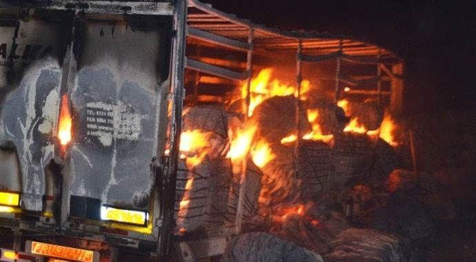 Çukurca'da PKK köye ekmek götüren aracı yaktı