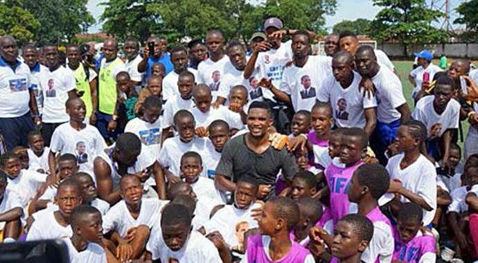 Eto'o Ebola için Afrika'da