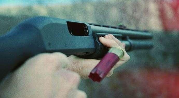 Yengesini pompalı tüfekle yaraladı