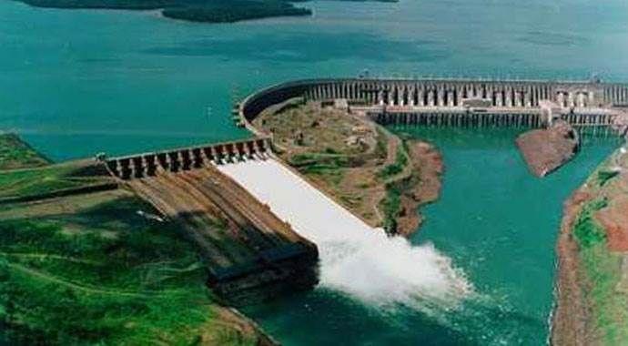 Brezilya'da baraj göçtü