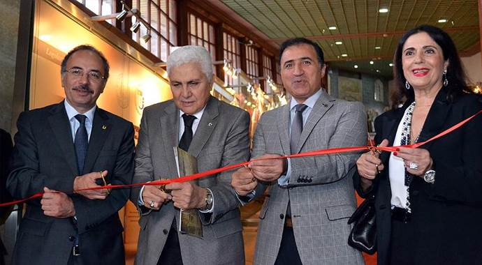 'Osmanlı'dan Günümüze Giysiler' Sergisi ziyarete açıldı
