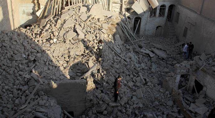 Rus uçakları Halep'te sivil yerleşimlere saldırdı