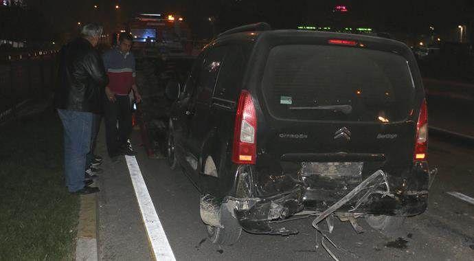 Trafik kontrolü yapan polise kamyonet çarptı