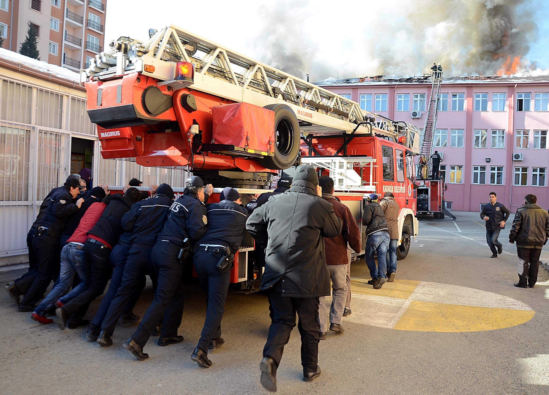 Karabükte ilkokul yangını