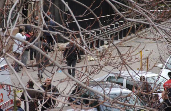 Ankara'da ABD Büyükelçiliği'ne canlı bomba