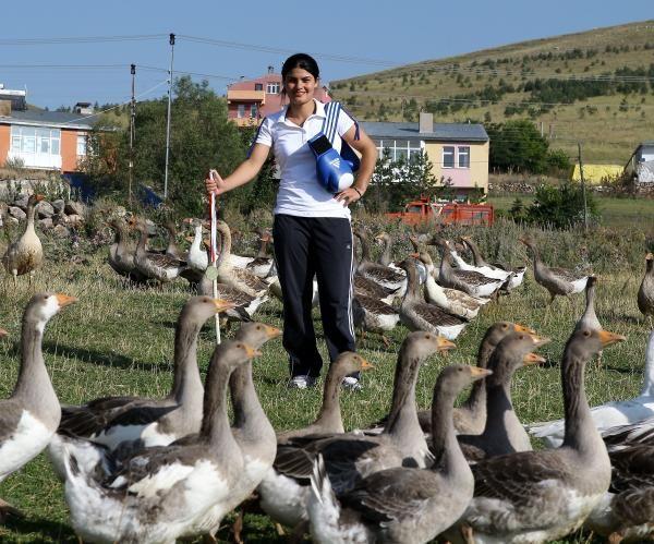 Dünya şampiyonu kaz çobanı Gülsüm Tatar