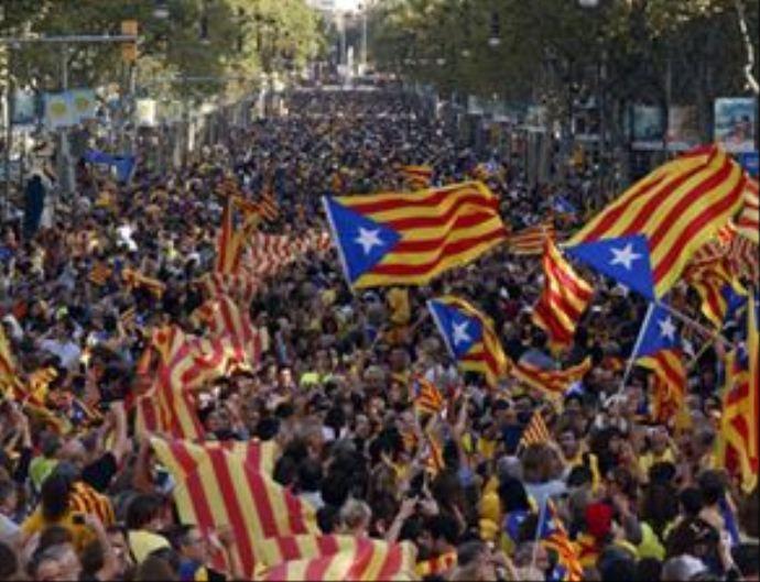 Katalanlar'dan bağımsızlık için 400 kilometrelik insan zinciri