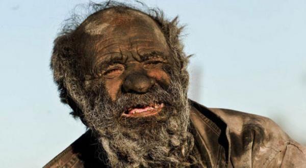 Bu adam tam 60 yıldır yıkanmıyor