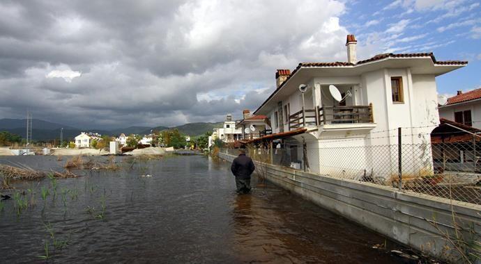 Muğla'da şiddetli yağışlar su baskınlarına neden oldu