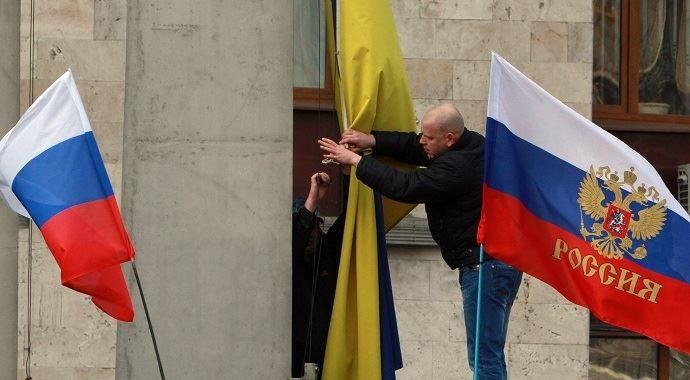 Yanukoviç'in şehrinde Rus bayrakları indirildi