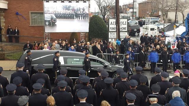 ABD'de öldürülen polis memuru için cenaze töreni düzenlendi