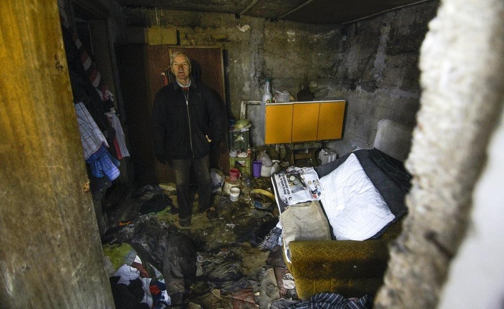 Bosnalı evsizler dondurucu soğukta yaşam mücadelesi veriyor