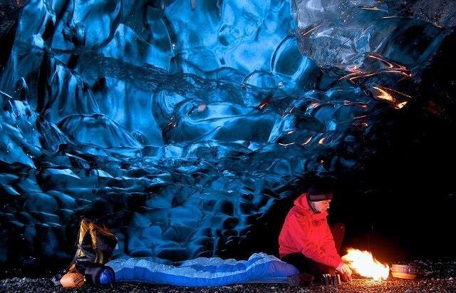 İzlanda'nın buzdan mağaraları
