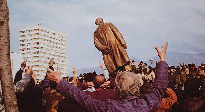 Komünist diktatör Enver Hoca'nın 'yıkılışı'nın üzerinden 24 yıl geçti