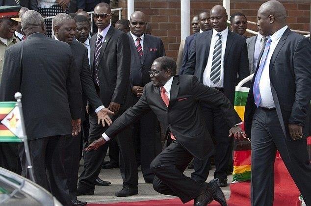 Devlet Başkanı yere kapaklandı