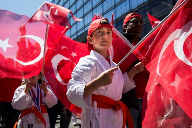 ABD'de binlerce kişi Türkiye'ye destek için yürüdü