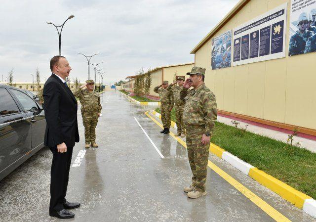 Aliyev cephe hattında incelemelerde bulundu