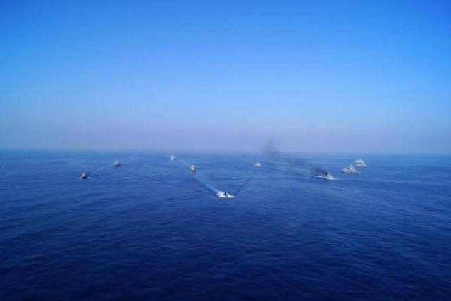 'Mavi balina' düşmanı korkuttu!
