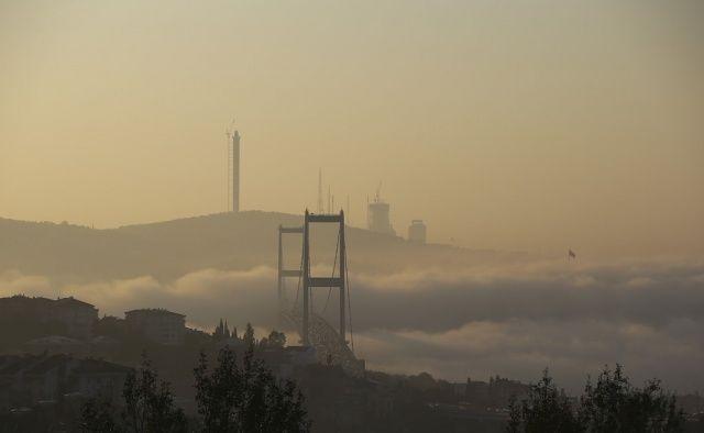 İstanbul'da sis kartpostallık manzaralar oluşturdu