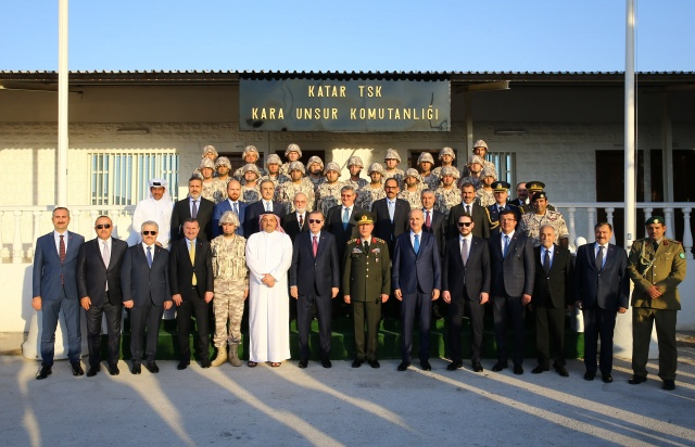 Cumhurbaşkanı Erdoğan Katar'daki Türk birliğinde