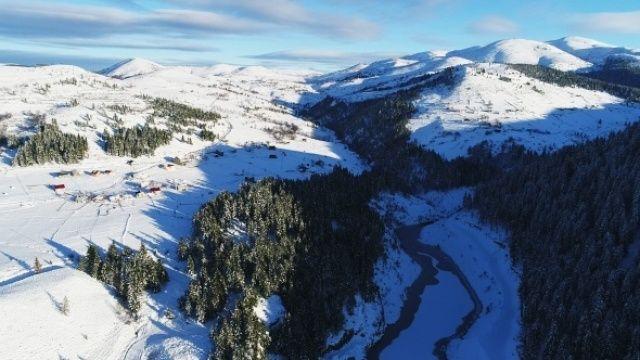 2 bin rakımlı yaylada kar güzelliği