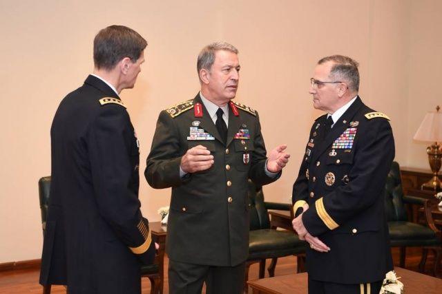 Hulûsi Akar Genelkurmay'da ABD'li komutanlarla görüştü